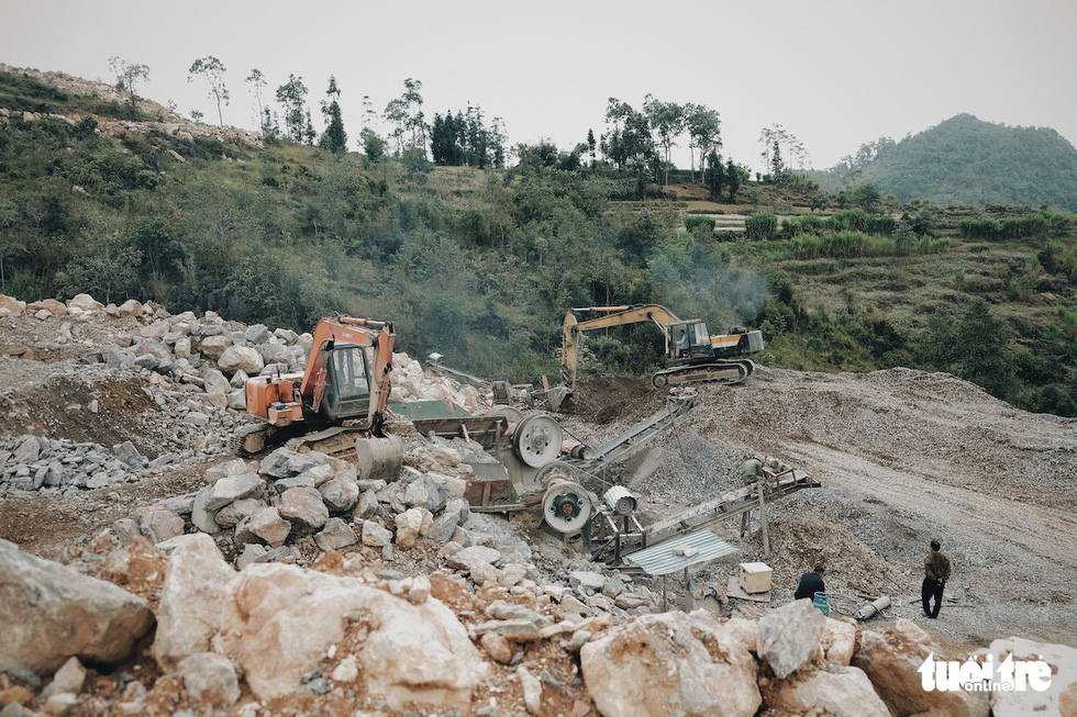 Bên trong công trình phá núi xây chùa hoành tráng ở Lũng Cú - Ảnh 5.