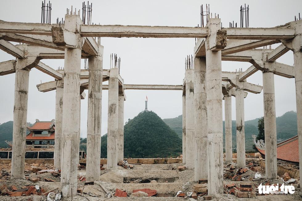 Bên trong công trình phá núi xây chùa hoành tráng ở Lũng Cú - Ảnh 7.