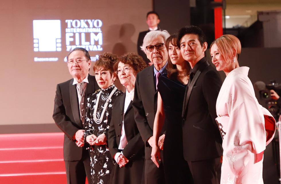 Chương Tử Di, Phan Đăng Di trên thảm đỏ khai mạc Liên hoan phim Tokyo - Ảnh 7.