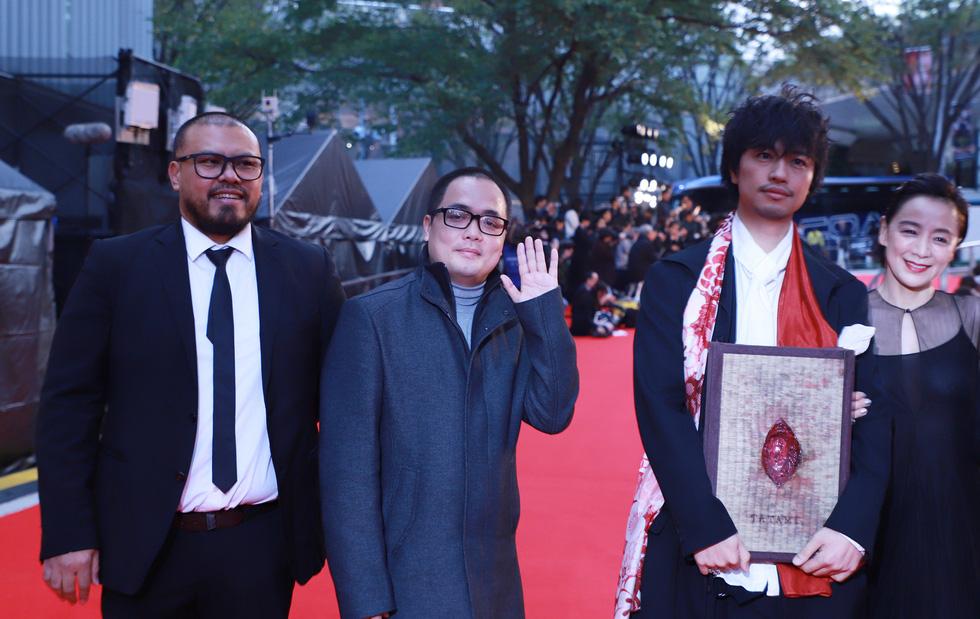 Chương Tử Di, Phan Đăng Di trên thảm đỏ khai mạc Liên hoan phim Tokyo - Ảnh 8.