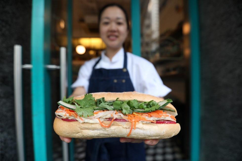 Bánh mì - 'siêu sandwich' Việt Nam chinh phục thế giới lên báo Hong Kong - Ảnh 1.