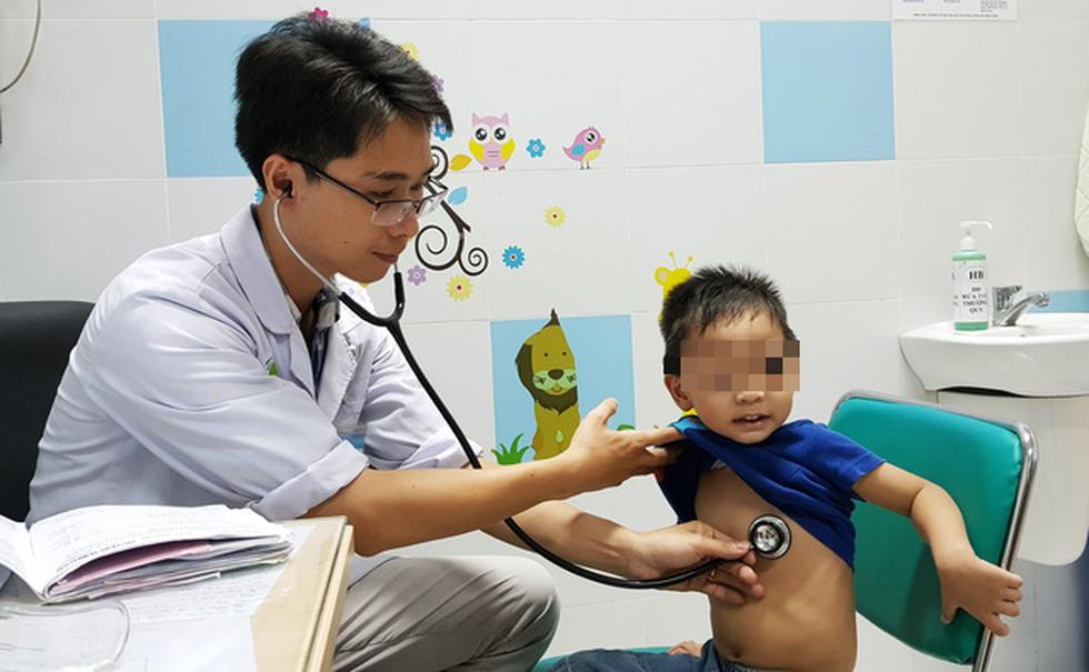Trẻ mắc bệnh nhiễm siêu vi, hô hấp tăng vọt - Ảnh 2.