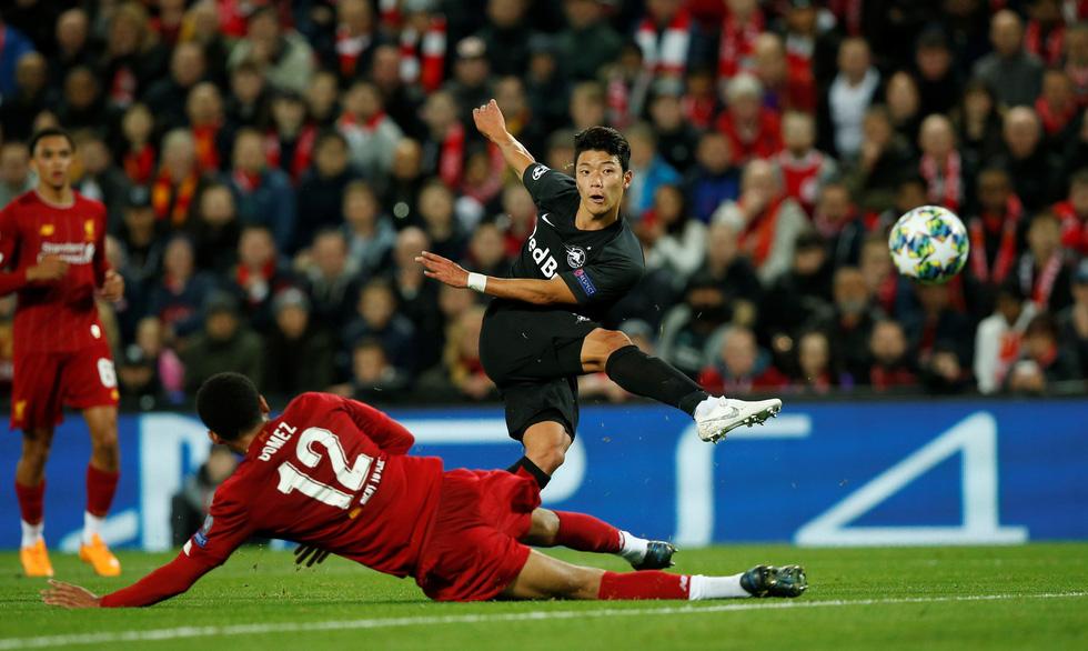Khoảnh khắc ngôi sao châu Á lừa Van Dijk rồi ghi bàn tại Champions League - Ảnh 2.