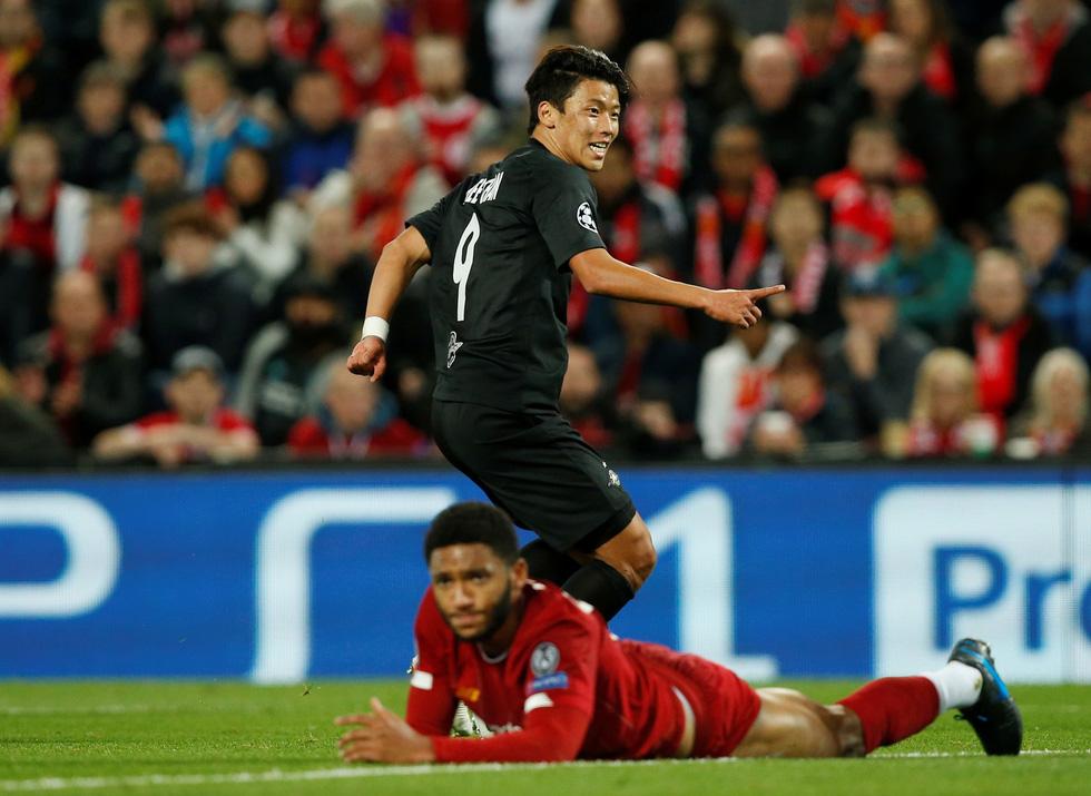 Khoảnh khắc ngôi sao châu Á lừa Van Dijk rồi ghi bàn tại Champions League - Ảnh 4.