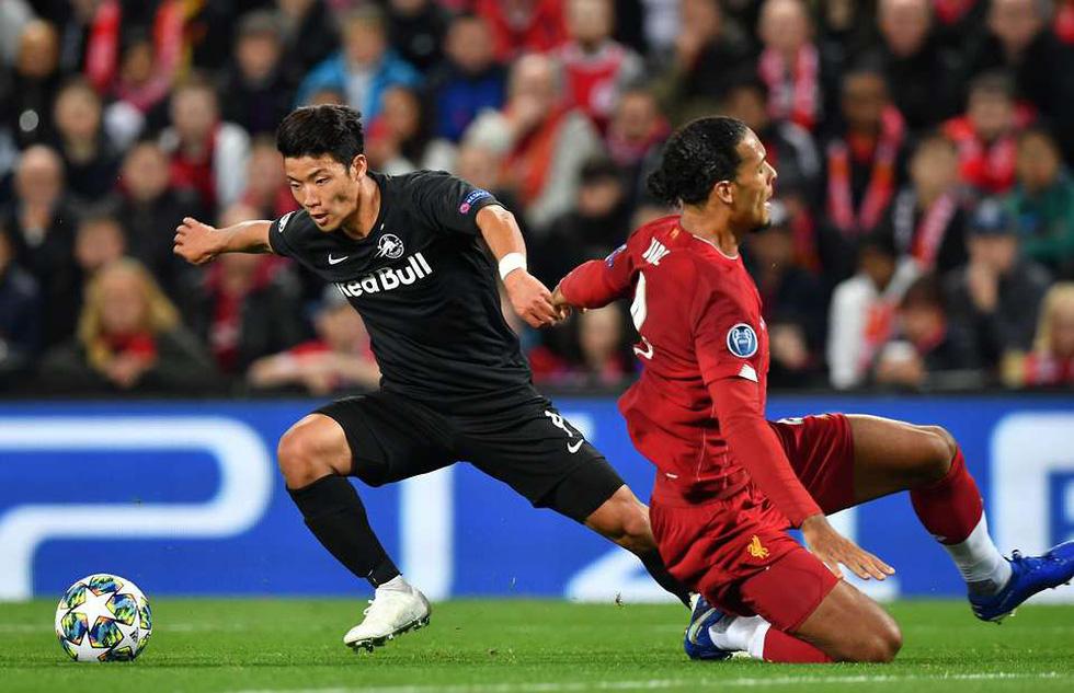 Khoảnh khắc ngôi sao châu Á lừa Van Dijk rồi ghi bàn tại Champions League - Ảnh 1.