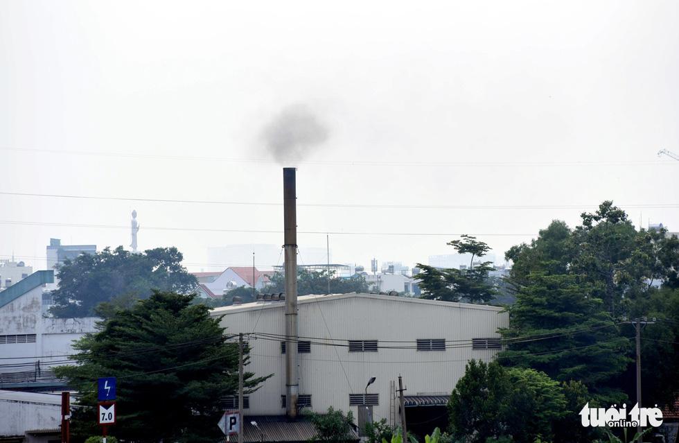 Ô nhiễm khói bụi từ quán nướng, xe cộ, công trình xây dựng... bủa vây TP.HCM - Ảnh 6.