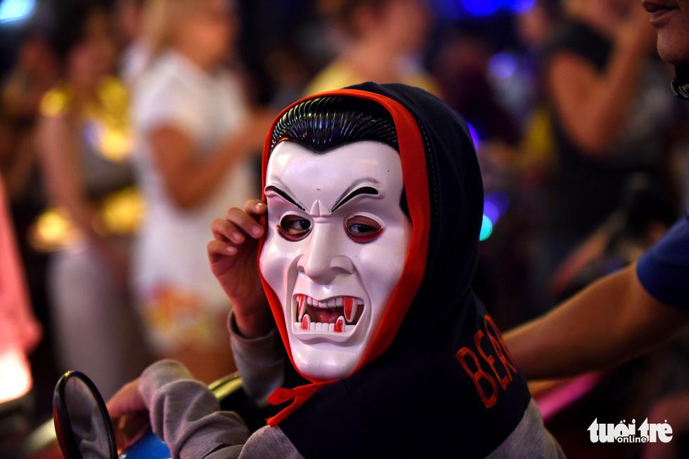 Vui đêm Halloween, Tây ta hòa quyện - Ảnh 2.