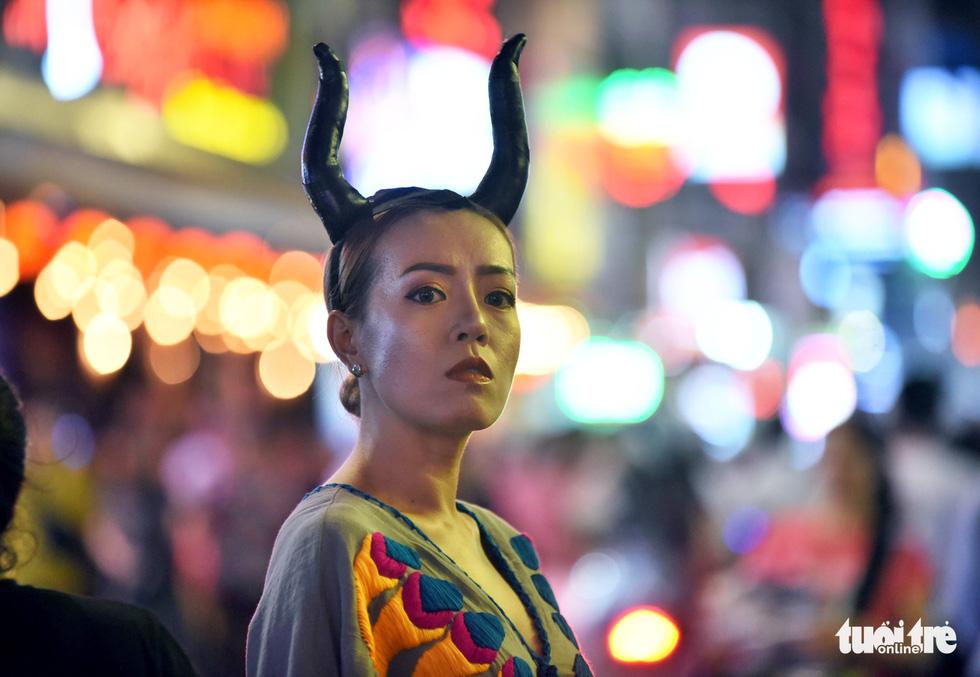Vui đêm Halloween, Tây ta hòa quyện - Ảnh 6.