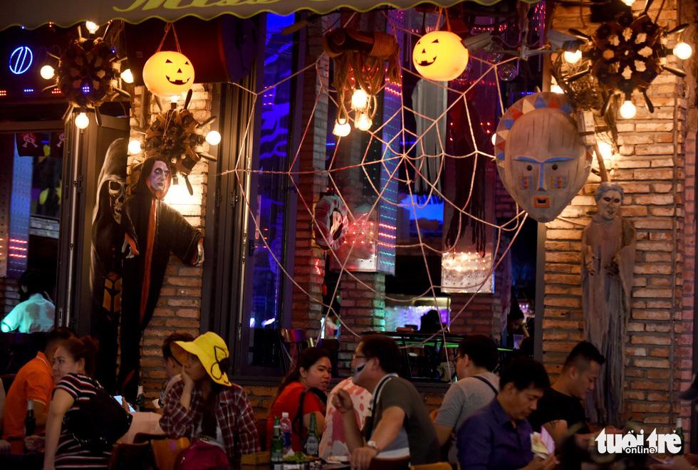 Vui đêm Halloween, Tây ta hòa quyện - Ảnh 8.