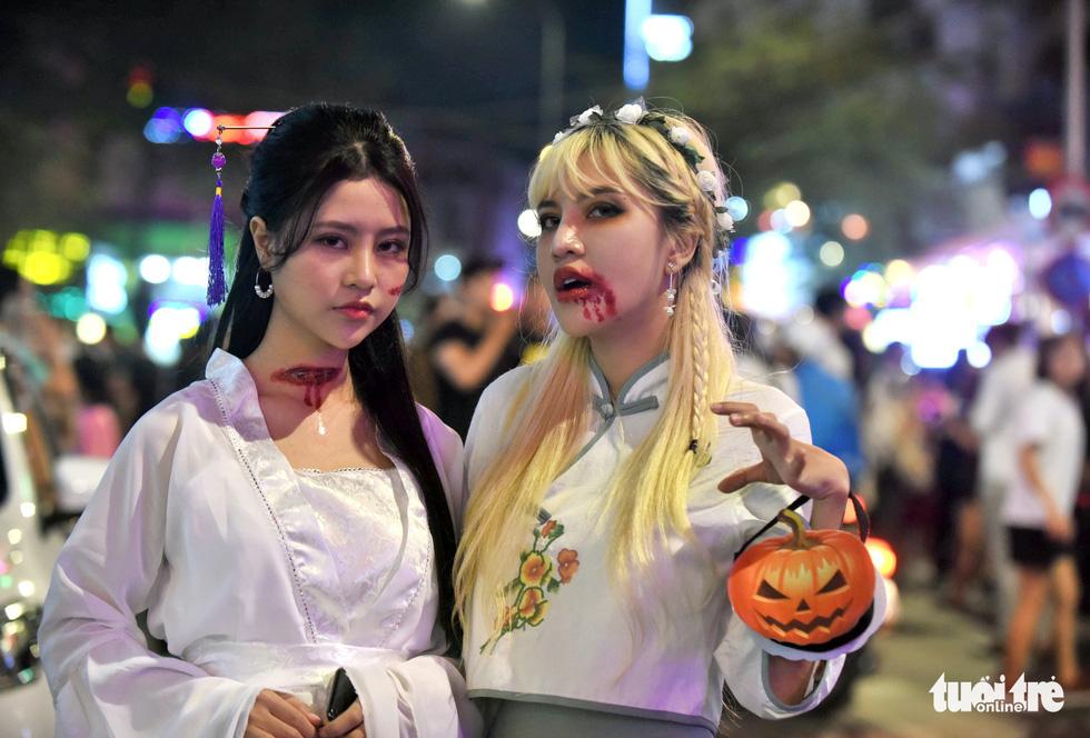 Vui đêm Halloween, Tây ta hòa quyện - Ảnh 9.