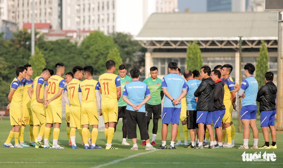 Tuyển Việt Nam thiếu quân tập luyện vì nhóm cầu thủ Hà Nội FC về muộn - Ảnh 1.