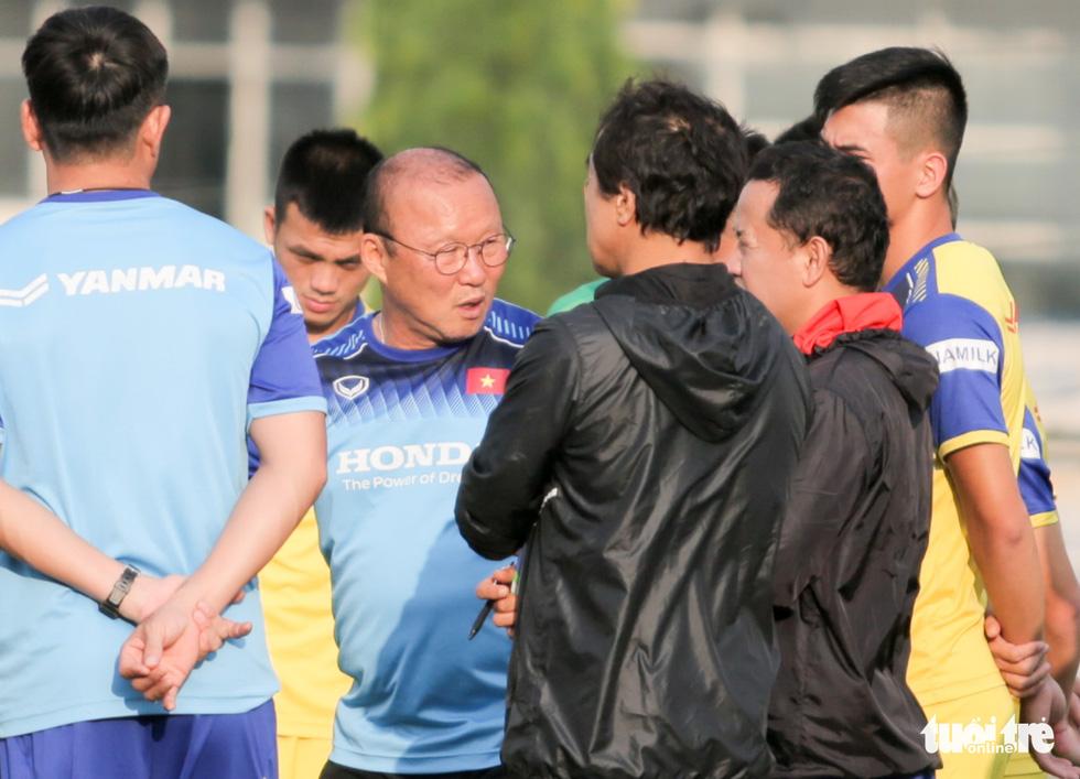 Tuyển Việt Nam thiếu quân tập luyện vì nhóm cầu thủ Hà Nội FC về muộn - Ảnh 2.