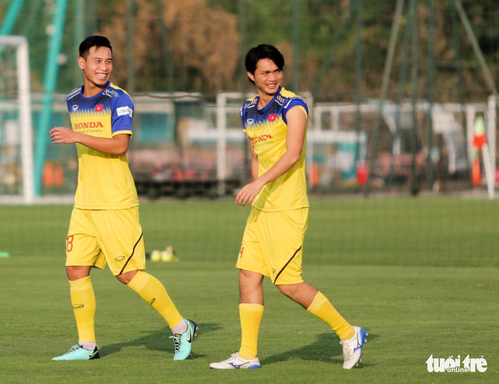 Tuyển Việt Nam thiếu quân tập luyện vì nhóm cầu thủ Hà Nội FC về muộn - Ảnh 5.