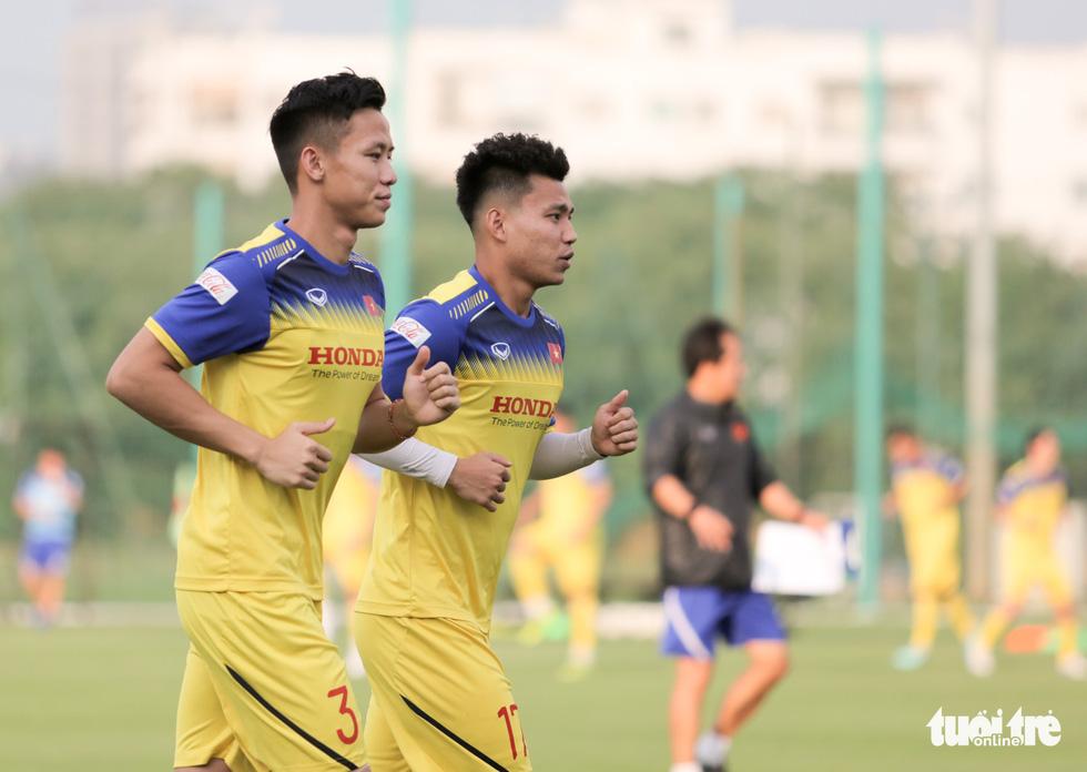Tuyển Việt Nam thiếu quân tập luyện vì nhóm cầu thủ Hà Nội FC về muộn - Ảnh 4.