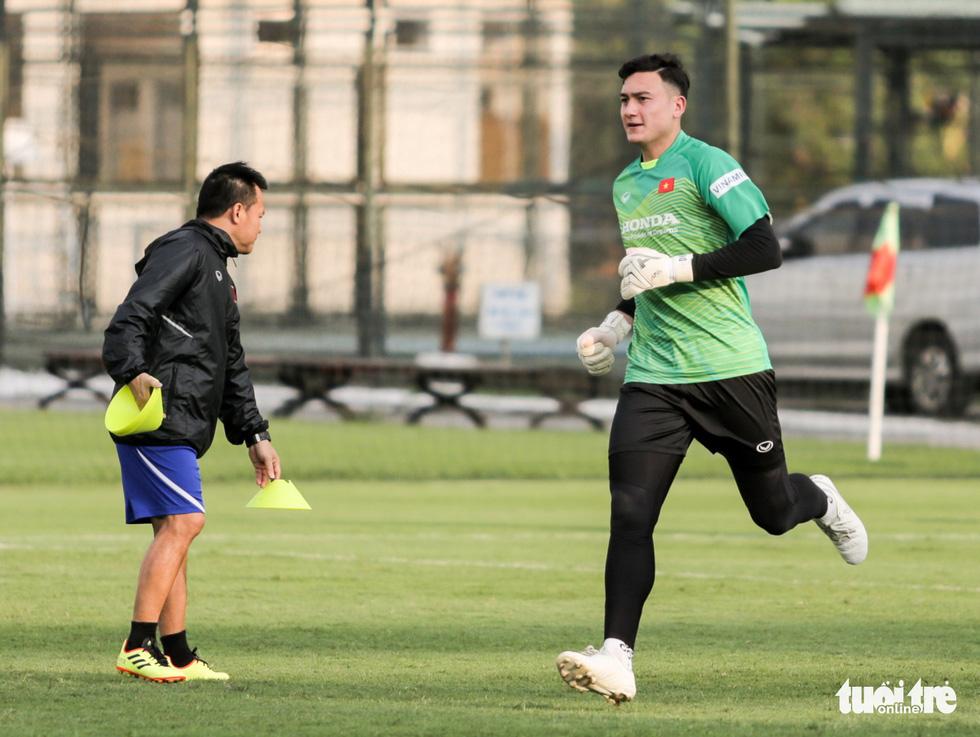 Tuyển Việt Nam thiếu quân tập luyện vì nhóm cầu thủ Hà Nội FC về muộn - Ảnh 6.