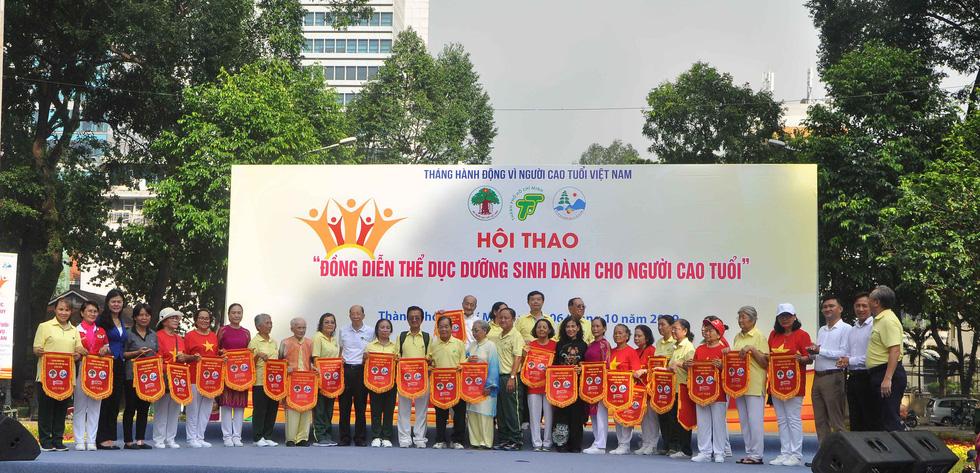 2.800 người cao tuổi đồng diễn thể dục dưỡng sinh tại TP.HCM - Ảnh 8.