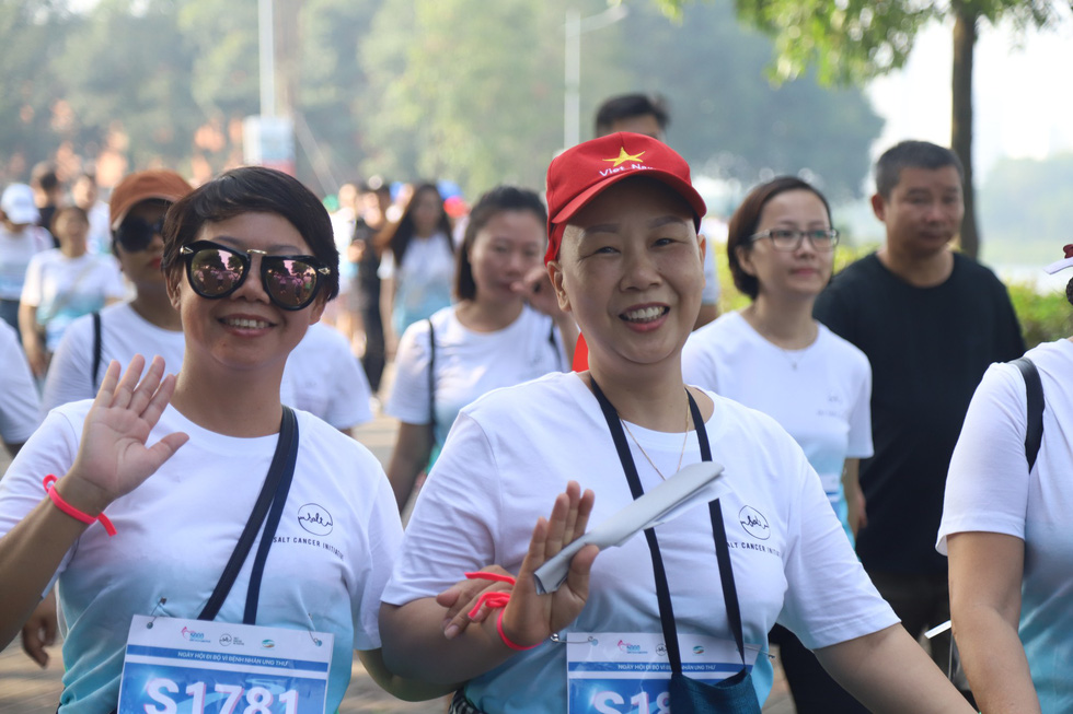 1.000 người đi bộ '5.000 bước chân hạnh phúc' vì bệnh nhân ung thư - Ảnh 4.