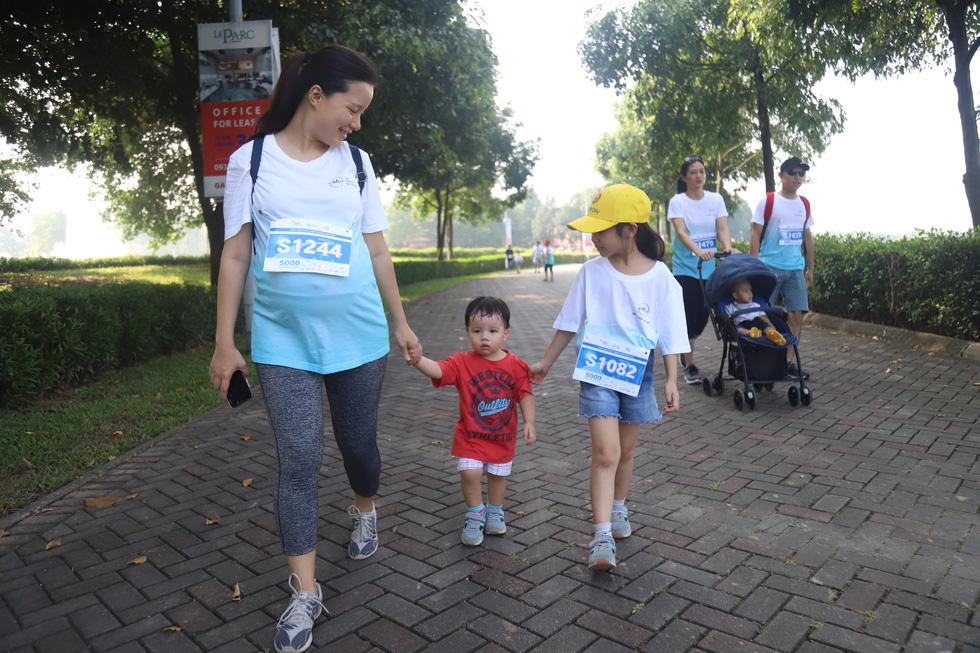 1.000 người đi bộ '5.000 bước chân hạnh phúc' vì bệnh nhân ung thư - Ảnh 6.