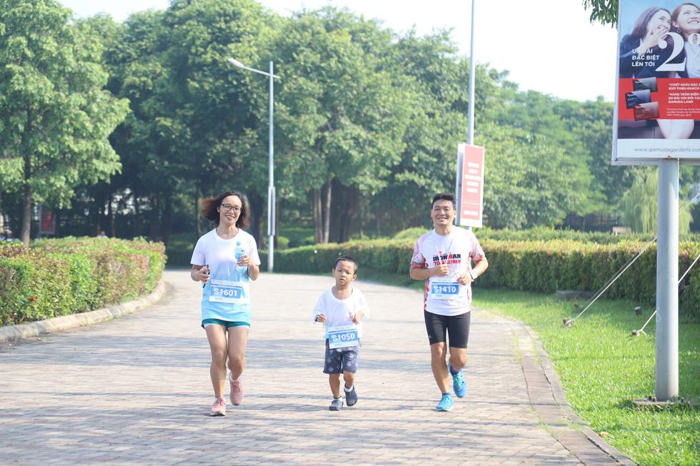 1.000 người đi bộ '5.000 bước chân hạnh phúc' vì bệnh nhân ung thư - Ảnh 9.