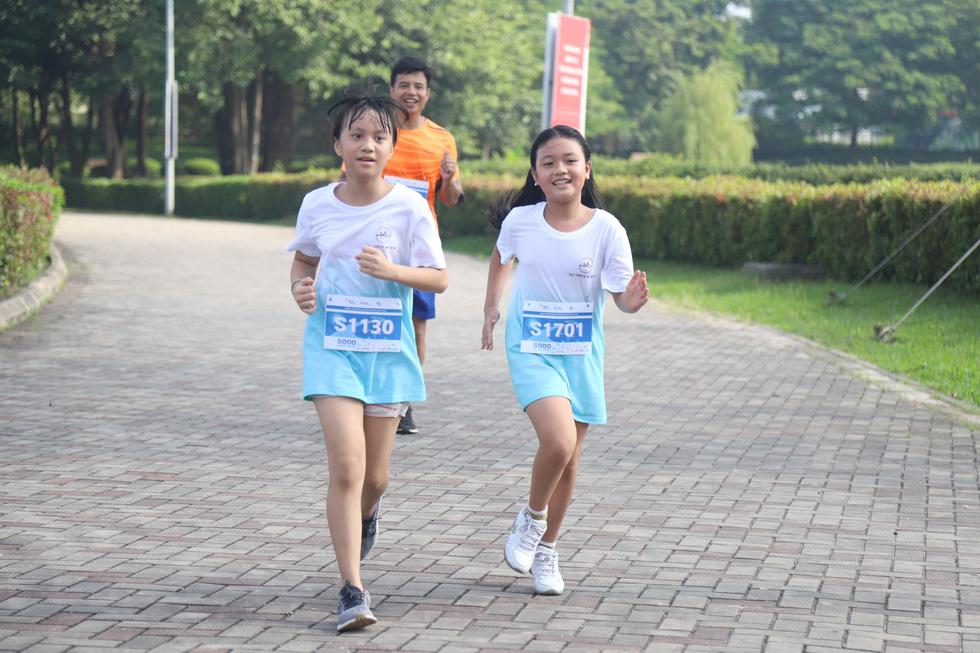 1.000 người đi bộ '5.000 bước chân hạnh phúc' vì bệnh nhân ung thư - Ảnh 8.