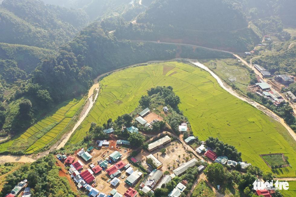 Ruộng bậc thang Chuôr ôm ấp bản làng giữa đại ngàn Trường Sơn - Ảnh 3.