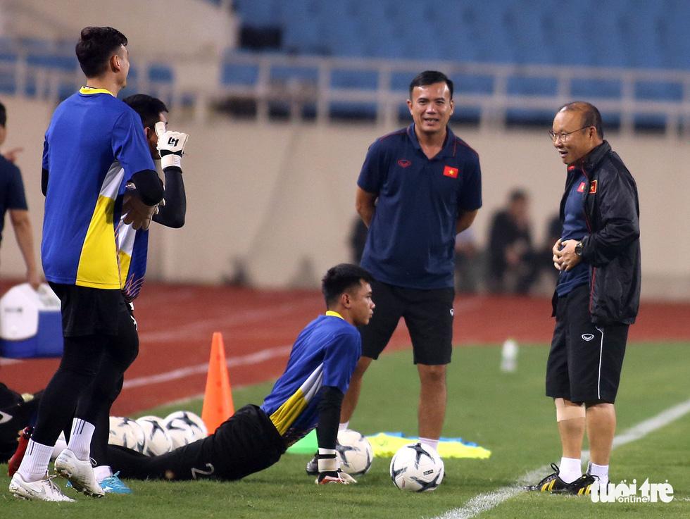 Văn Hậu cùng các tuyển thủ Việt Nam sẵn sàng cho trận thư hùng với Malaysia - Ảnh 2.