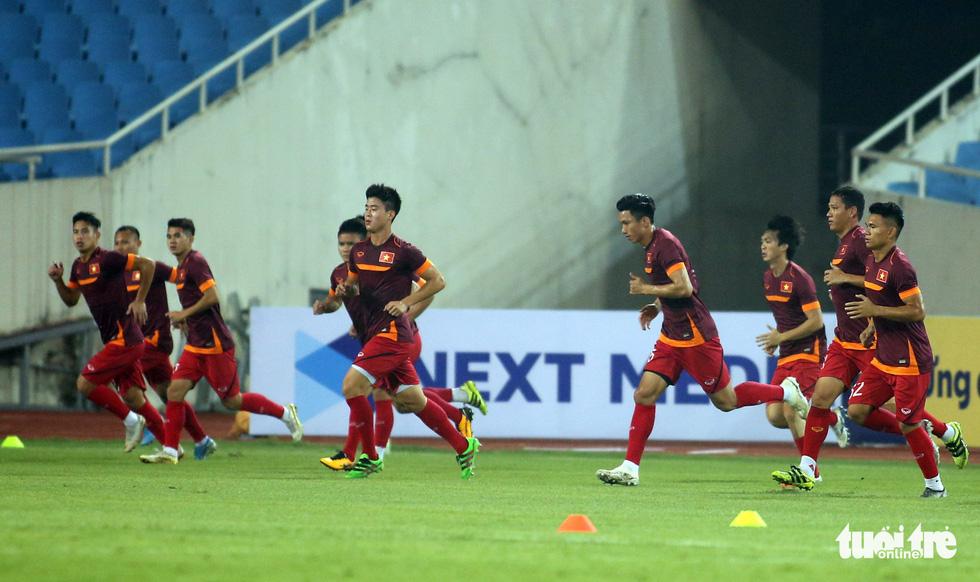 Văn Hậu cùng các tuyển thủ Việt Nam sẵn sàng cho trận thư hùng với Malaysia - Ảnh 4.