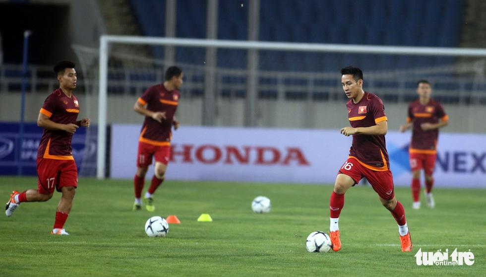 Văn Hậu cùng các tuyển thủ Việt Nam sẵn sàng cho trận thư hùng với Malaysia - Ảnh 5.
