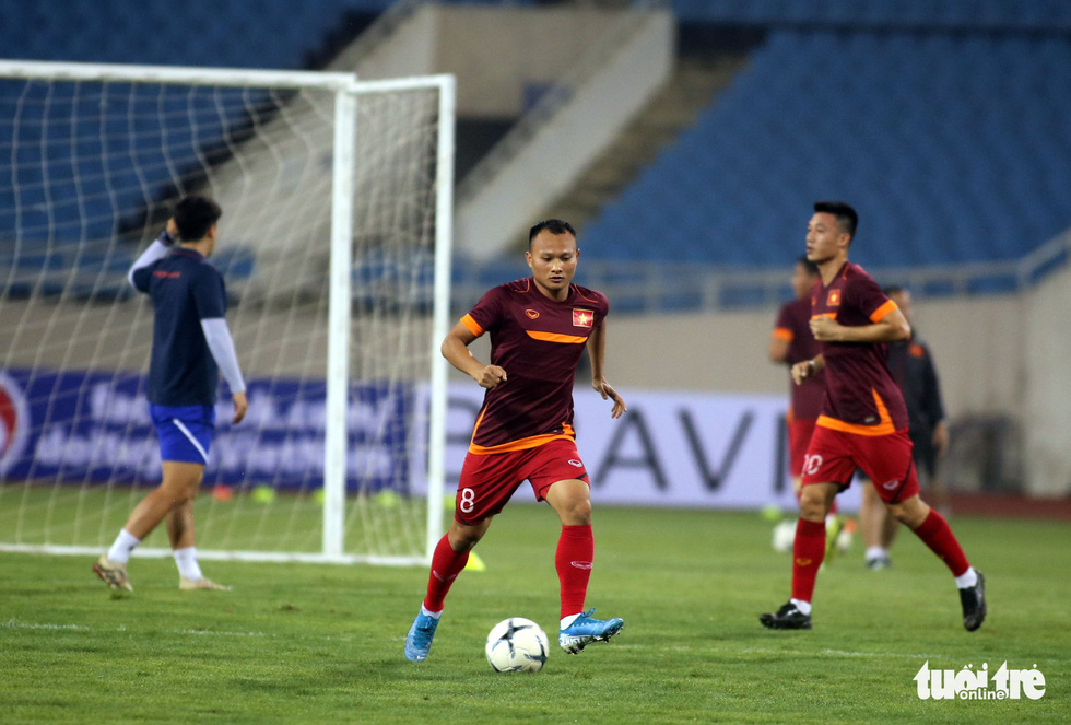 Văn Hậu cùng các tuyển thủ Việt Nam sẵn sàng cho trận thư hùng với Malaysia - Ảnh 6.