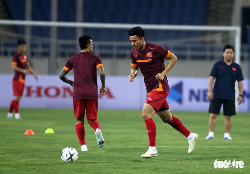Văn Hậu cùng các tuyển thủ Việt Nam sẵn sàng cho trận thư hùng với Malaysia - Ảnh 7.