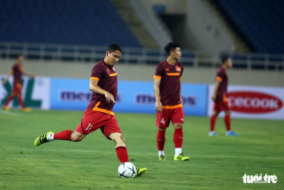 Văn Hậu cùng các tuyển thủ Việt Nam sẵn sàng cho trận thư hùng với Malaysia - Ảnh 8.