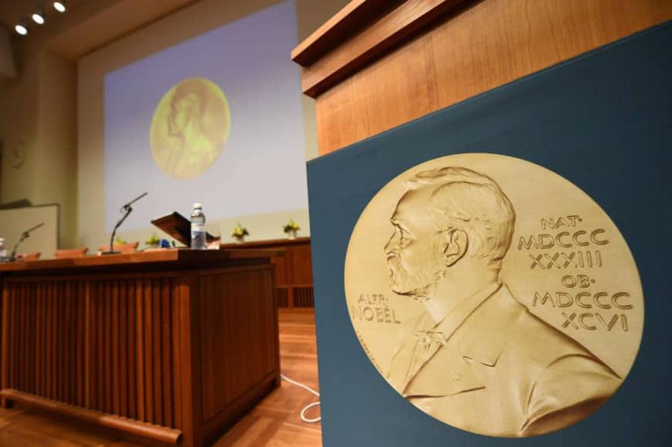 Hi hữu ngày mai 10-10, lần đầu tiên sẽ công bố 2 Nobel văn chương - Ảnh 1.