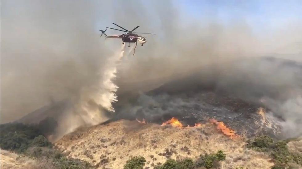 Cháy rừng lan từ bắc sang nam California, nhiều khu phố như bó đuốc - Ảnh 4.