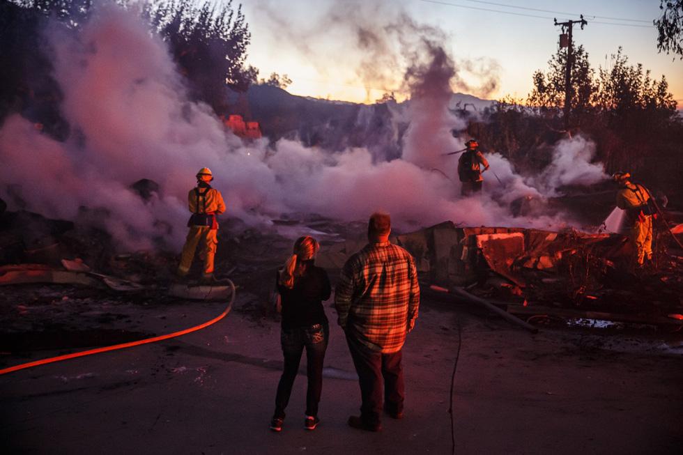 Cháy rừng lan từ bắc sang nam California, nhiều khu phố như bó đuốc - Ảnh 2.