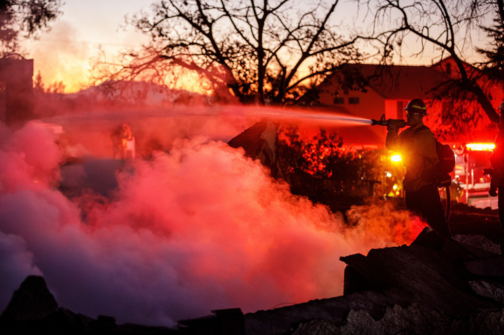 Cháy rừng lan từ bắc sang nam California, nhiều khu phố như bó đuốc - Ảnh 5.