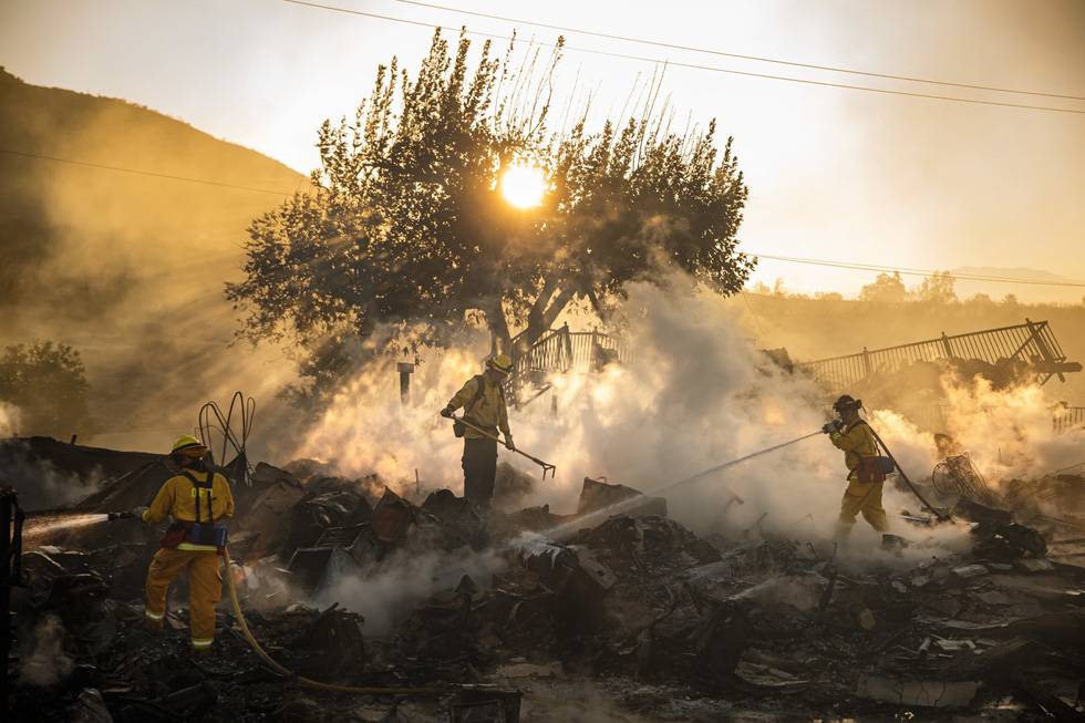 Cháy rừng lan từ bắc sang nam California, nhiều khu phố như bó đuốc - Ảnh 7.
