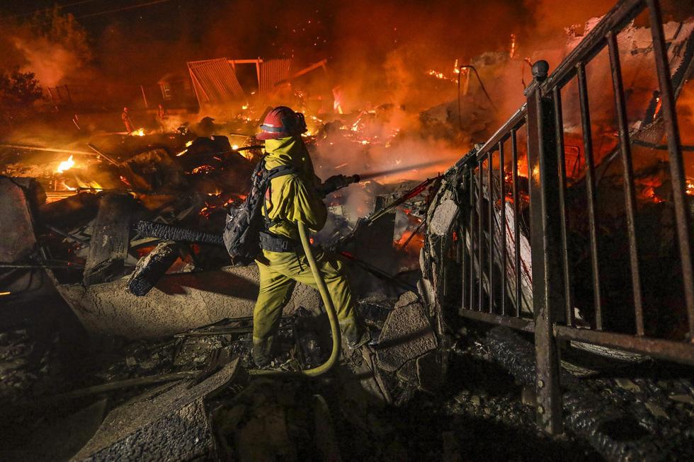 Cháy rừng lan từ bắc sang nam California, nhiều khu phố như bó đuốc - Ảnh 6.