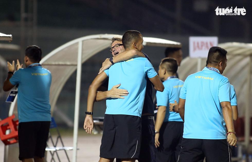 U19 Việt Nam đầy cảm xúc sau khi giành vé dự VCK châu Á 2020 - Ảnh 1.