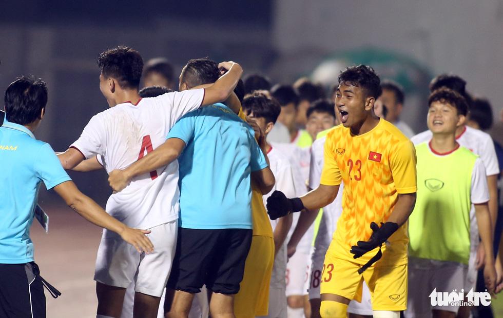 U19 Việt Nam đầy cảm xúc sau khi giành vé dự VCK châu Á 2020 - Ảnh 2.