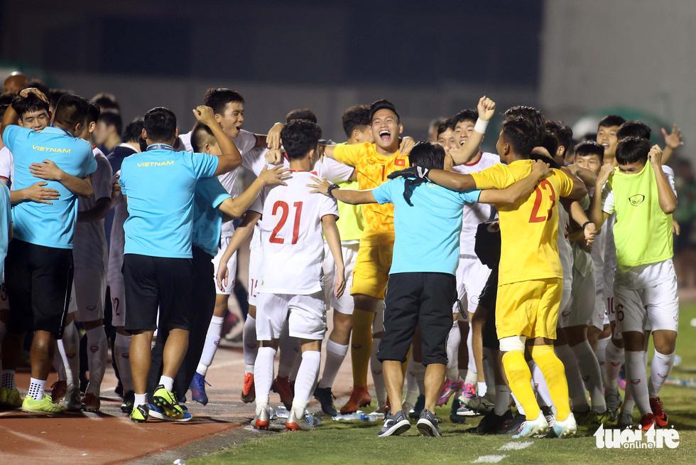 U19 Việt Nam đầy cảm xúc sau khi giành vé dự VCK châu Á 2020 - Ảnh 3.