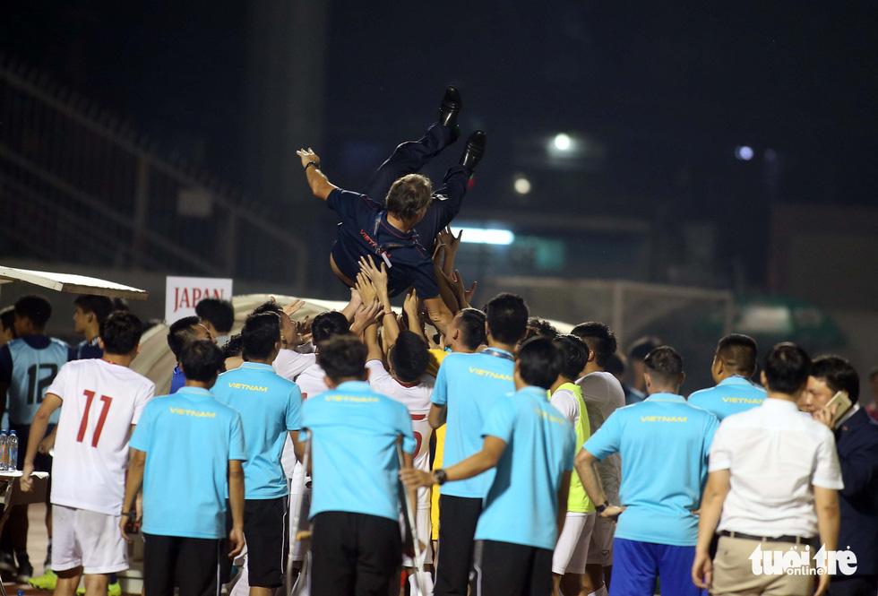 U19 Việt Nam đầy cảm xúc sau khi giành vé dự VCK châu Á 2020 - Ảnh 4.