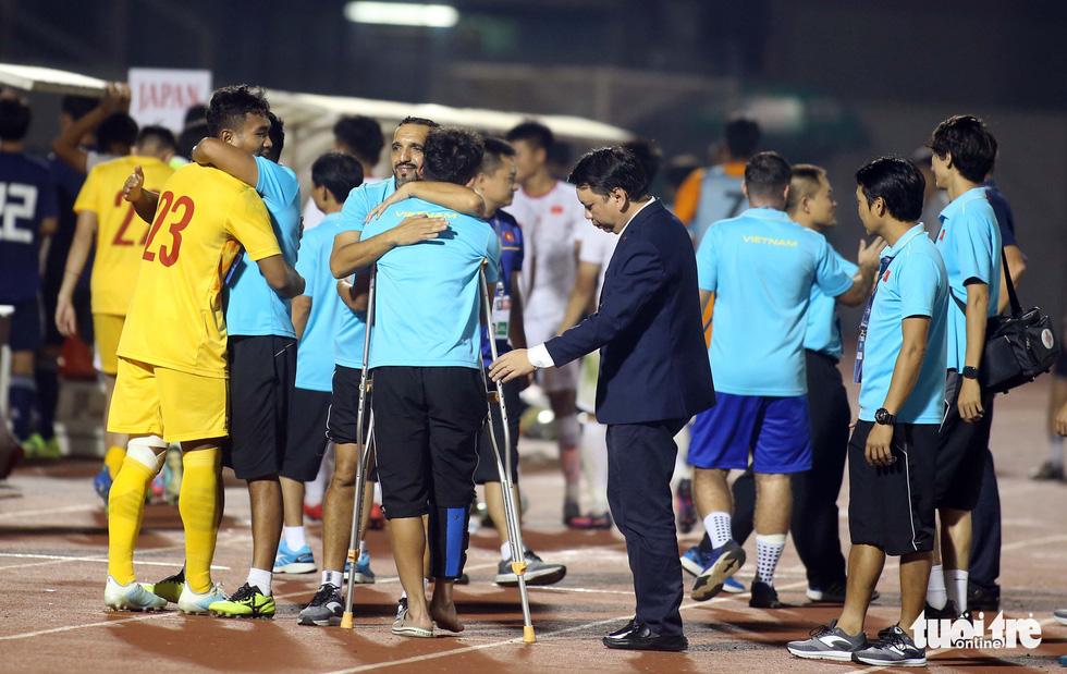 U19 Việt Nam đầy cảm xúc sau khi giành vé dự VCK châu Á 2020 - Ảnh 6.