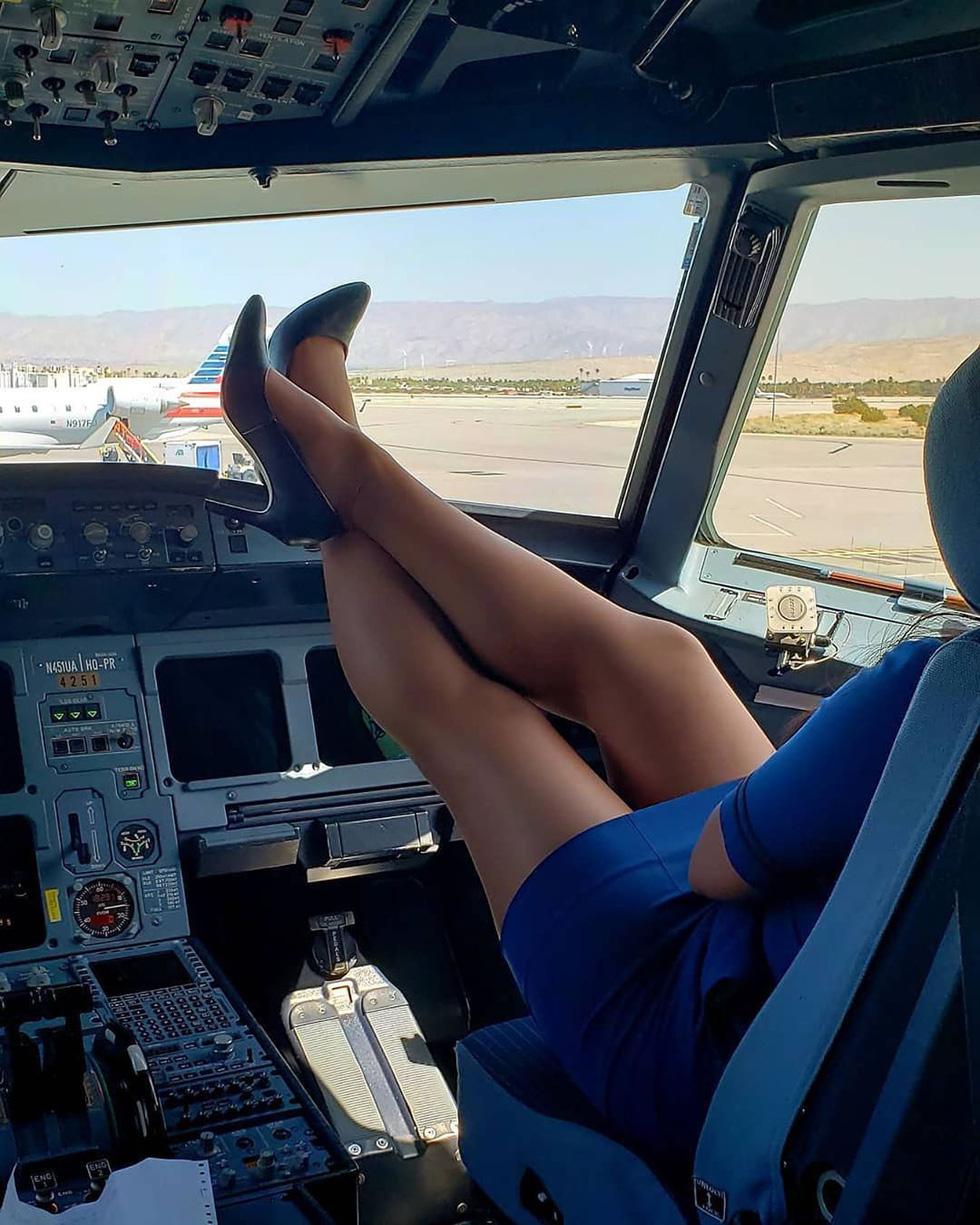 Các nữ tiếp viên xinh đẹp làm gì khi máy bay ế khách? - Ảnh 10.