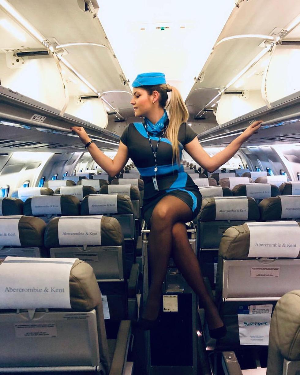 Các nữ tiếp viên xinh đẹp làm gì khi máy bay ế khách? - Ảnh 9.