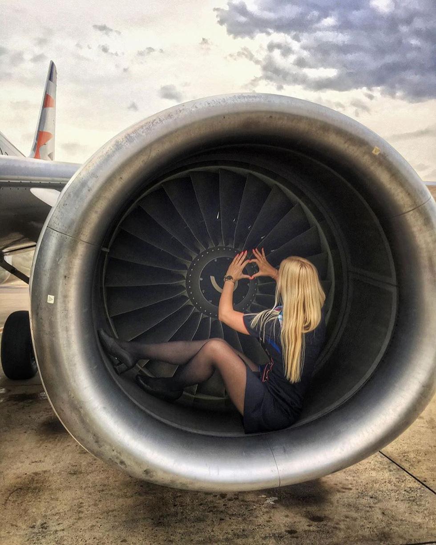 Các nữ tiếp viên xinh đẹp làm gì khi máy bay ế khách? - Ảnh 14.
