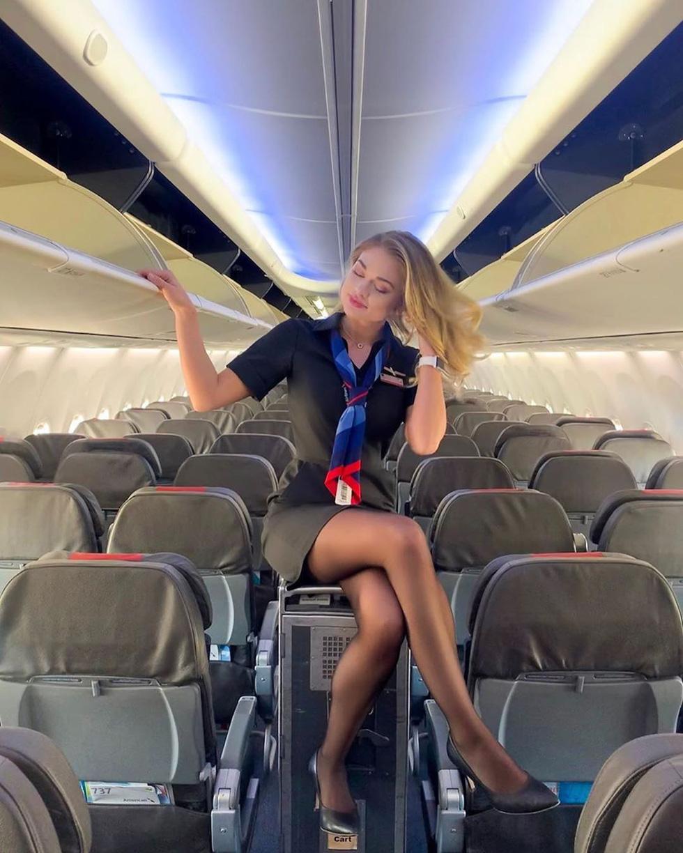 Các nữ tiếp viên xinh đẹp làm gì khi máy bay ế khách? - Ảnh 7.