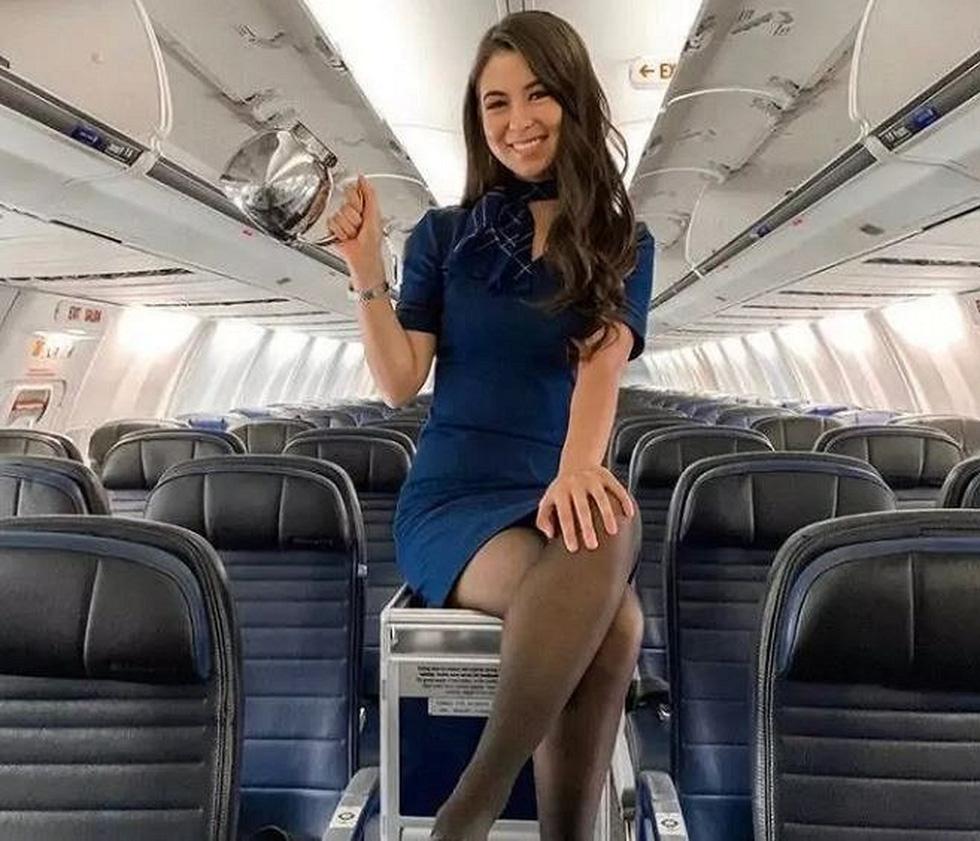 Các nữ tiếp viên xinh đẹp làm gì khi máy bay ế khách? - Ảnh 8.