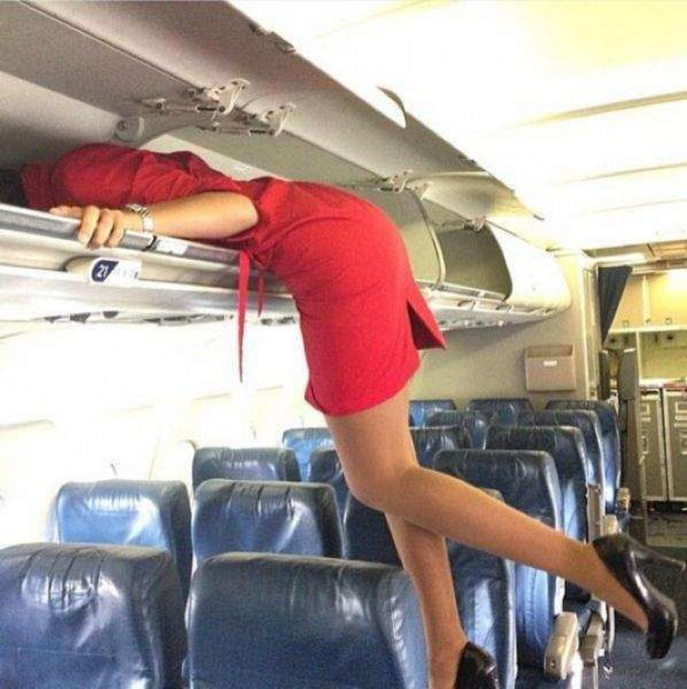 Các nữ tiếp viên xinh đẹp làm gì khi máy bay ế khách? - Ảnh 3.