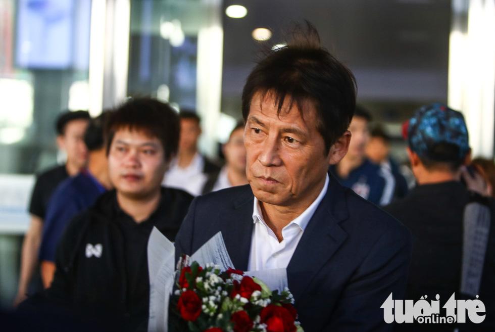 Đội tuyển Thái Lan lầm lì tới Hà Nội, quyết sanh tử với Việt Nam - Ảnh 2.