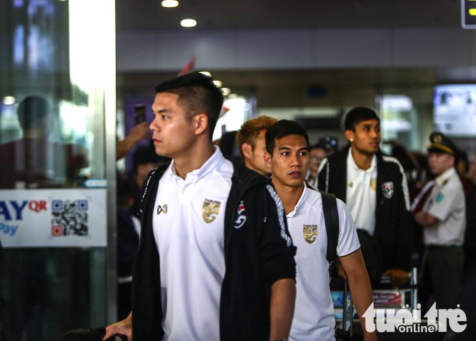 Đội tuyển Thái Lan lầm lì tới Hà Nội, quyết sanh tử với Việt Nam - Ảnh 3.